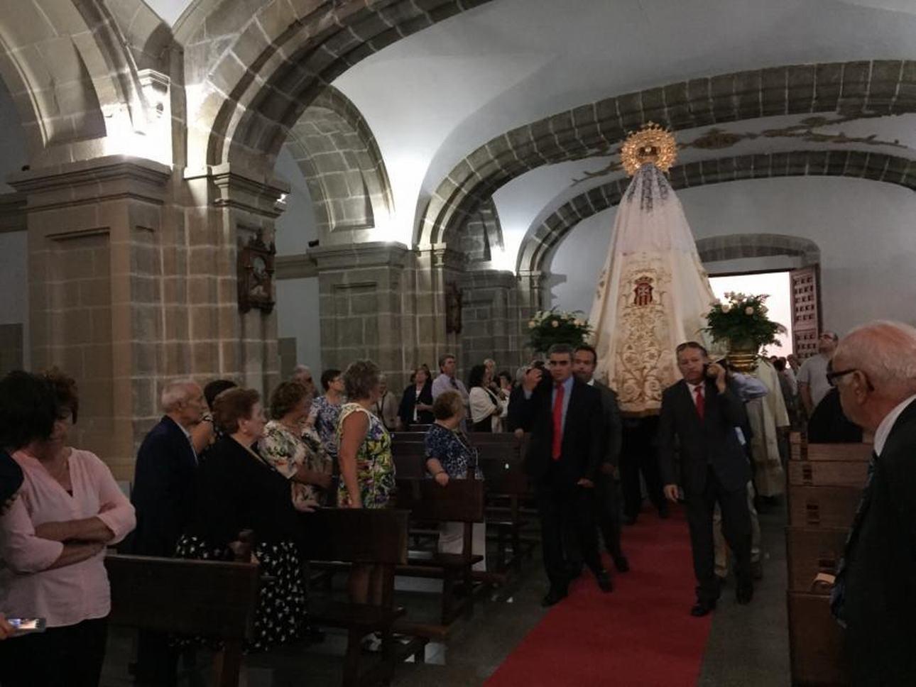 J Entrada de la Virgen en la Iglesia