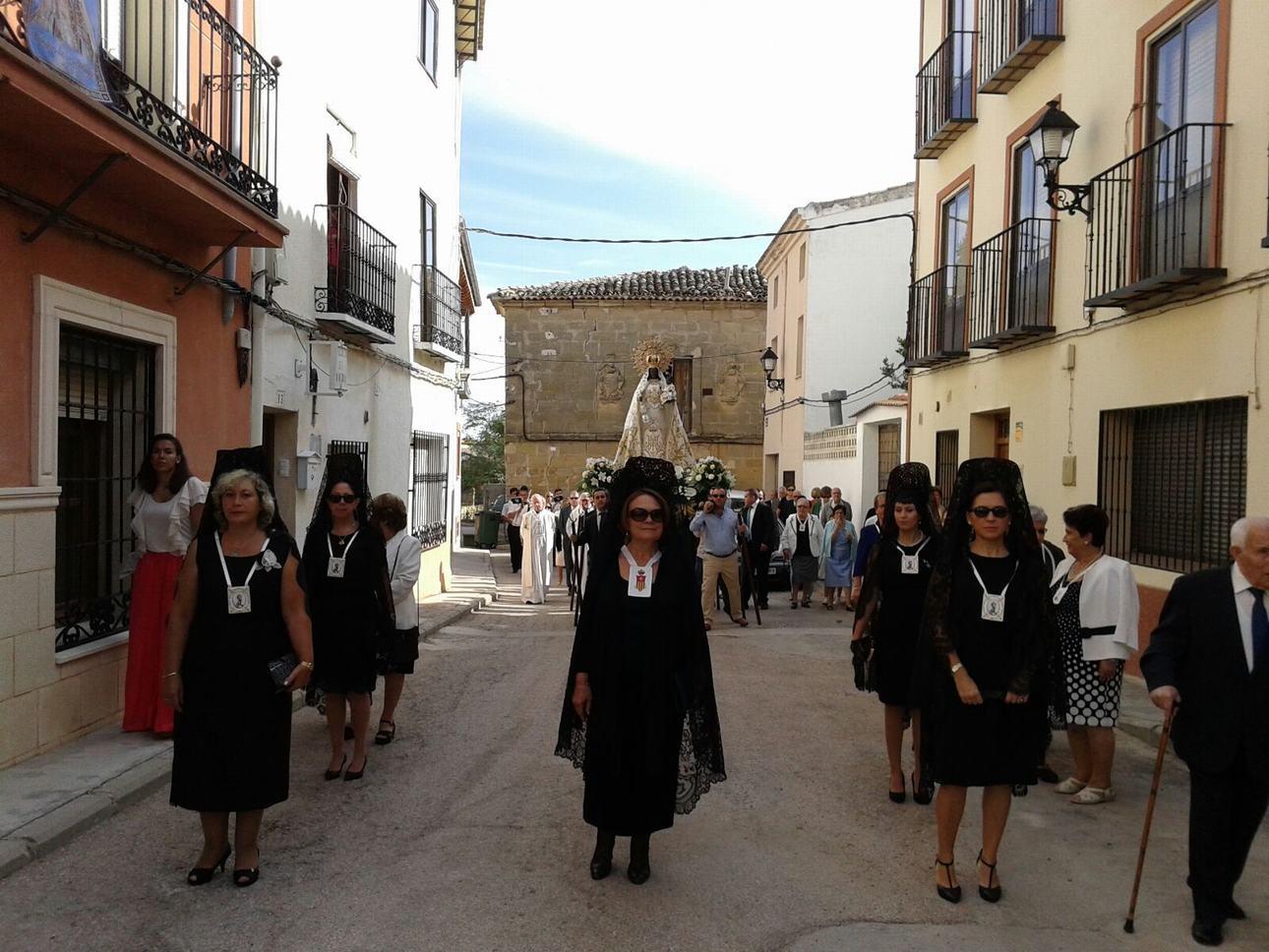 J Procesión a la Virgen