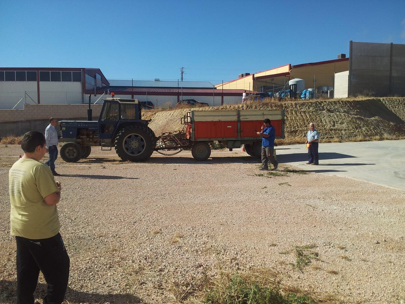 E Concurso de habilidad con maquinaria agrícola