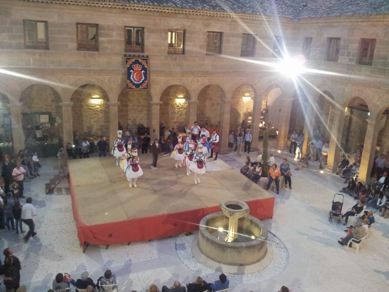 M Actuación folklórica Danzas de Belinchón